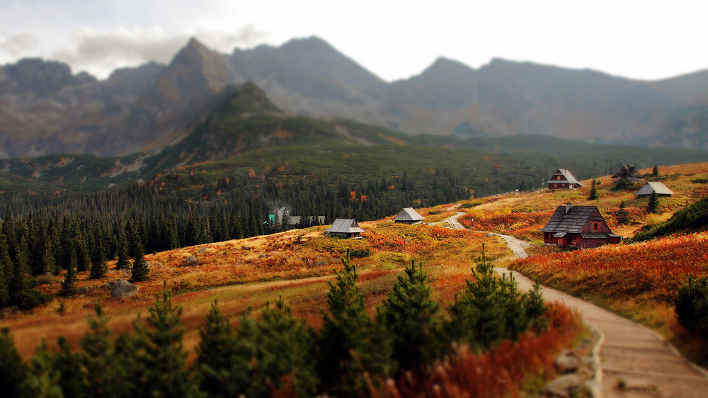 View of small cottages lining the Tatra Mountains, where the tradition of exchanging and gifting wooden boxes began.